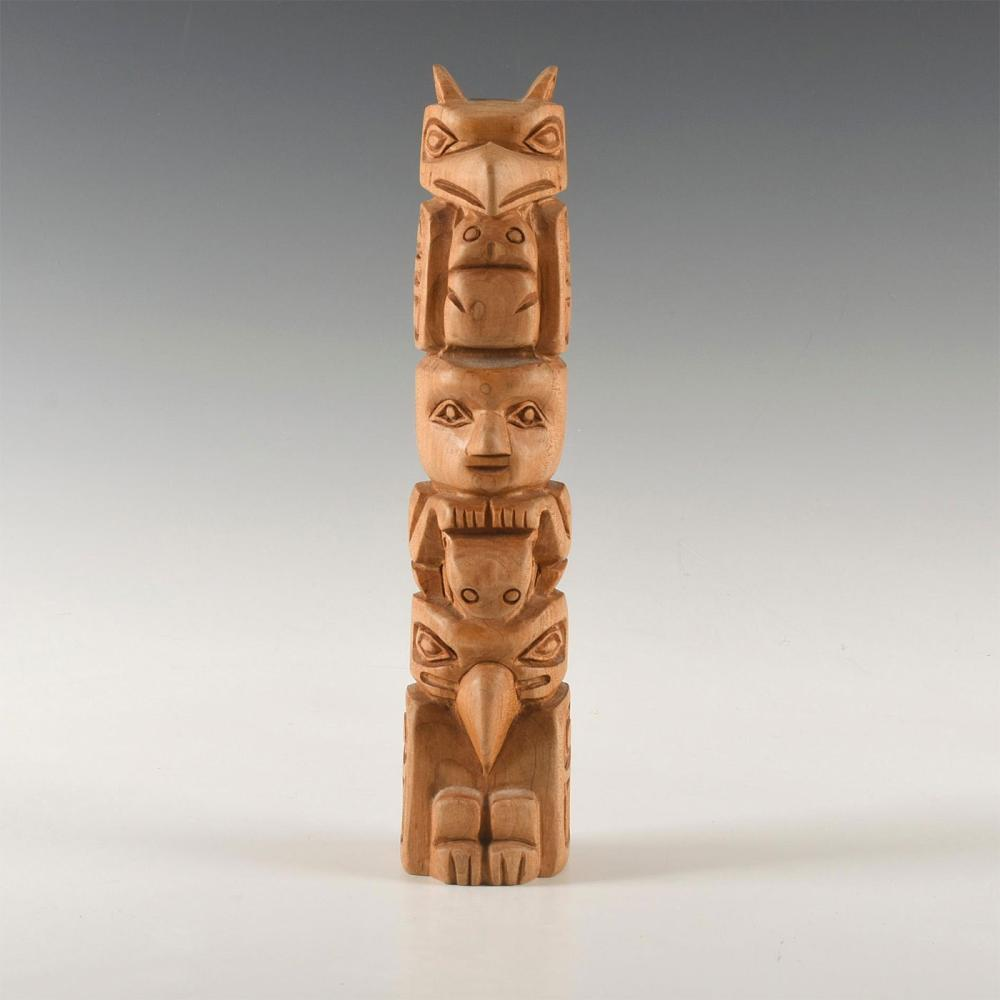 NATIVE AMERICAN TRIBAL WOODEN TOTEM POLE SCULPTURE