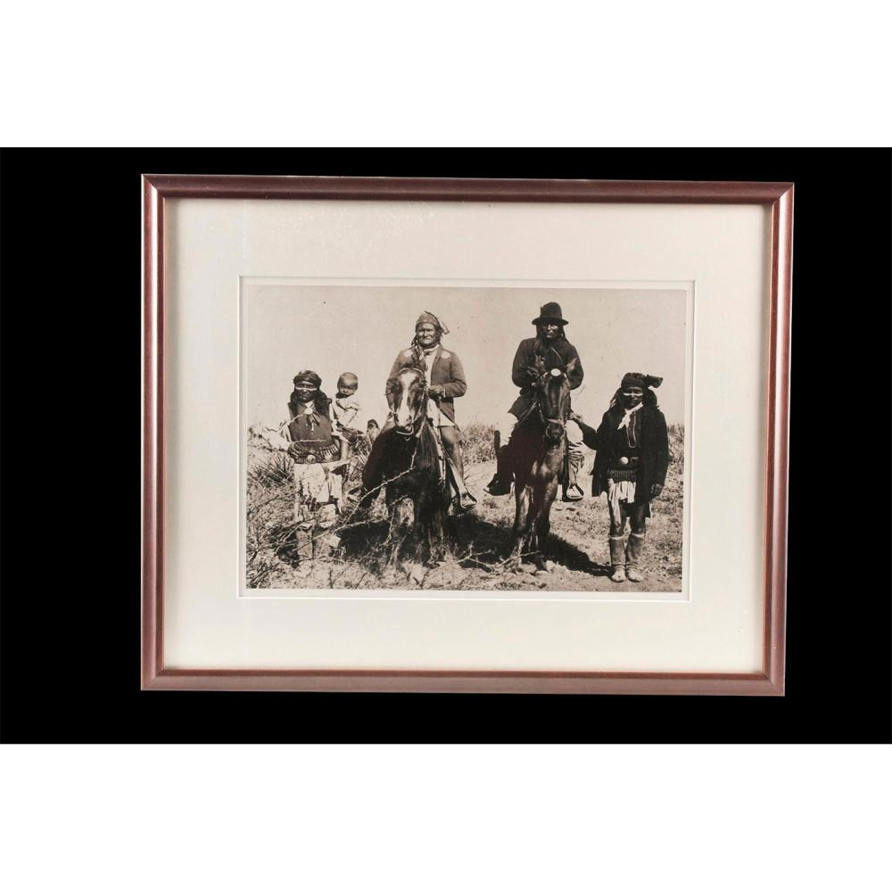 NATIVE AMERICAN PHOTOGRAPH OF GERONIMO AND APACHE TRIBESMEN