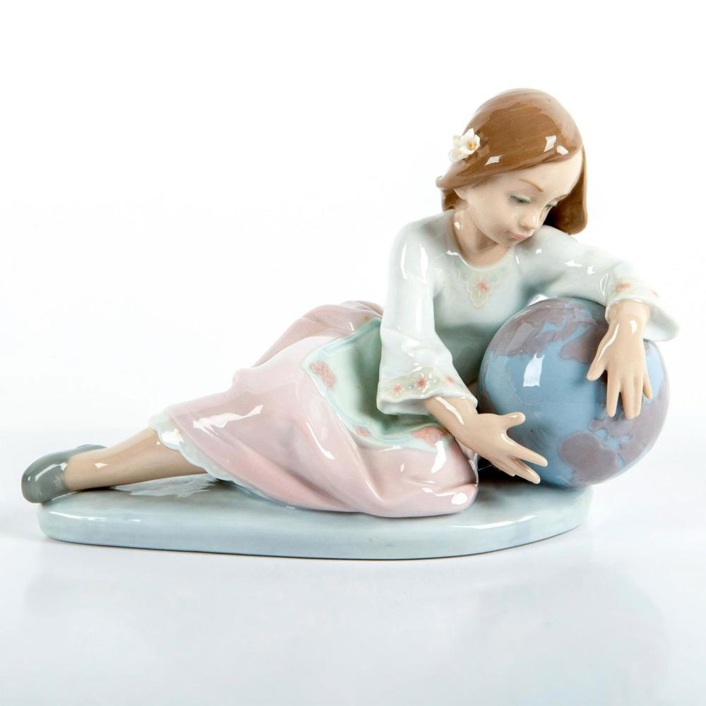 World of Fantasy 1005943 - Lladro Porcelain Figurine