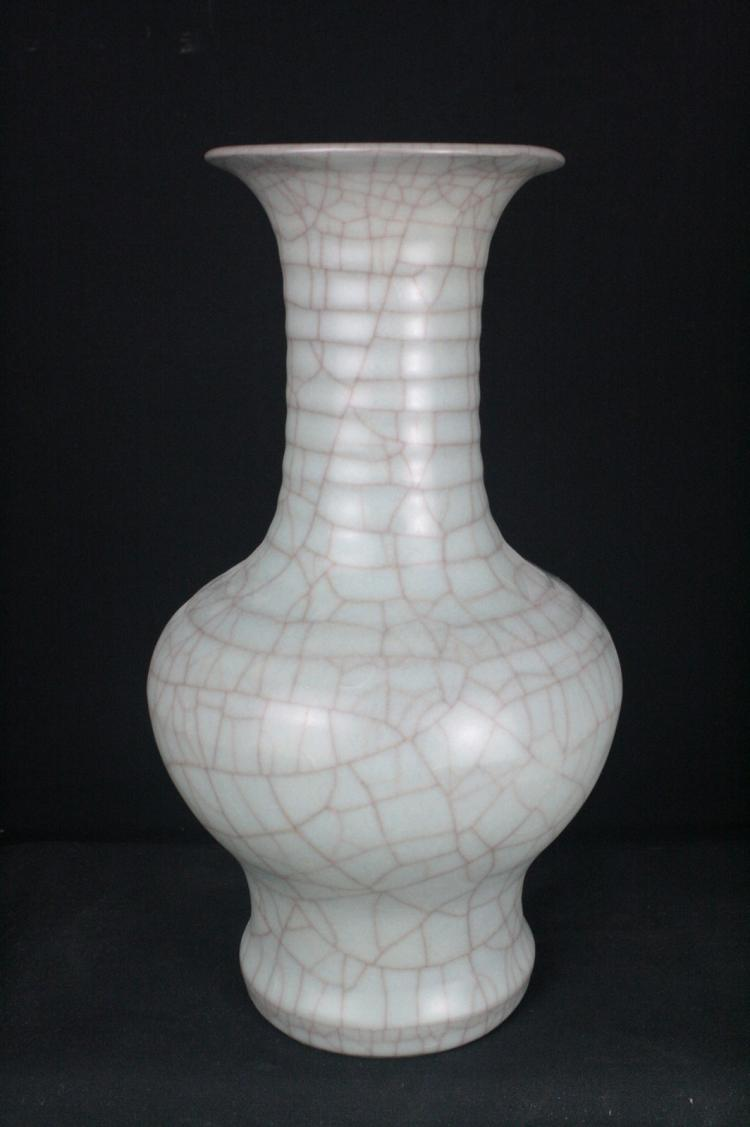 Chinese Ge Typed Porcelain Vase