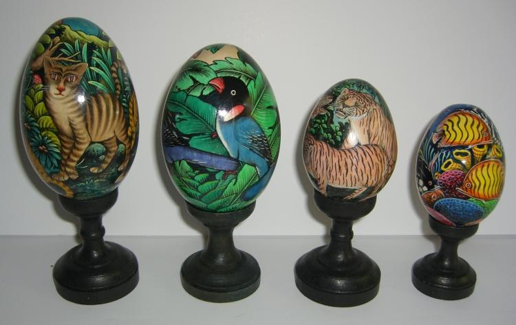 4 hand painted mahogany Balinese eggs