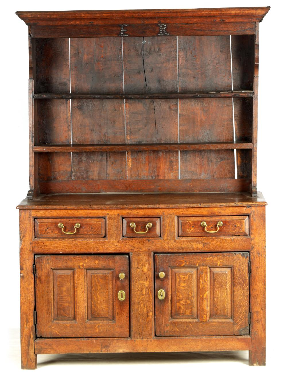 AN EARLY 18TH CENTURY JOINED OAK DRESSER AND RACK OF SMALL SIZE INITIALLED ER TO THE RACKLED ER