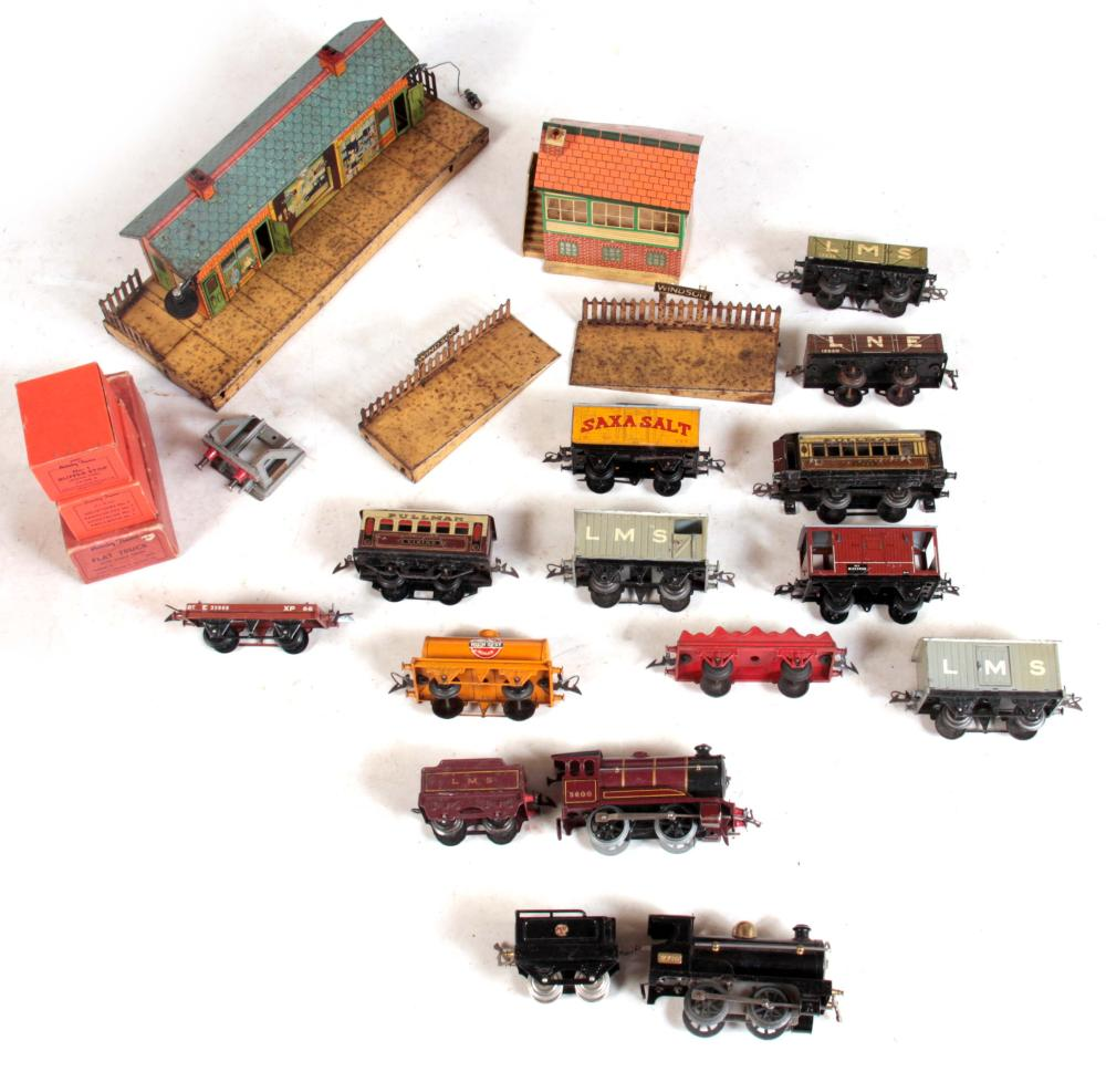 A COLLECTION OF EARLY 20TH CENTURY O GAUGE MODEL T