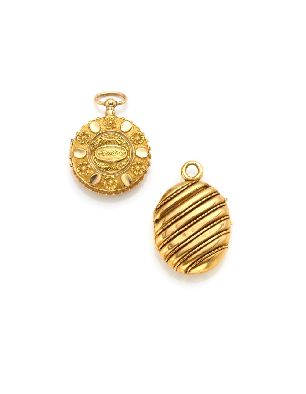 Yellow embossed gold lot consisting of a locket of cm 3.3 circa and a miniature locket of cm 3.2 circa, in all g 14.35 circa. (defects)...