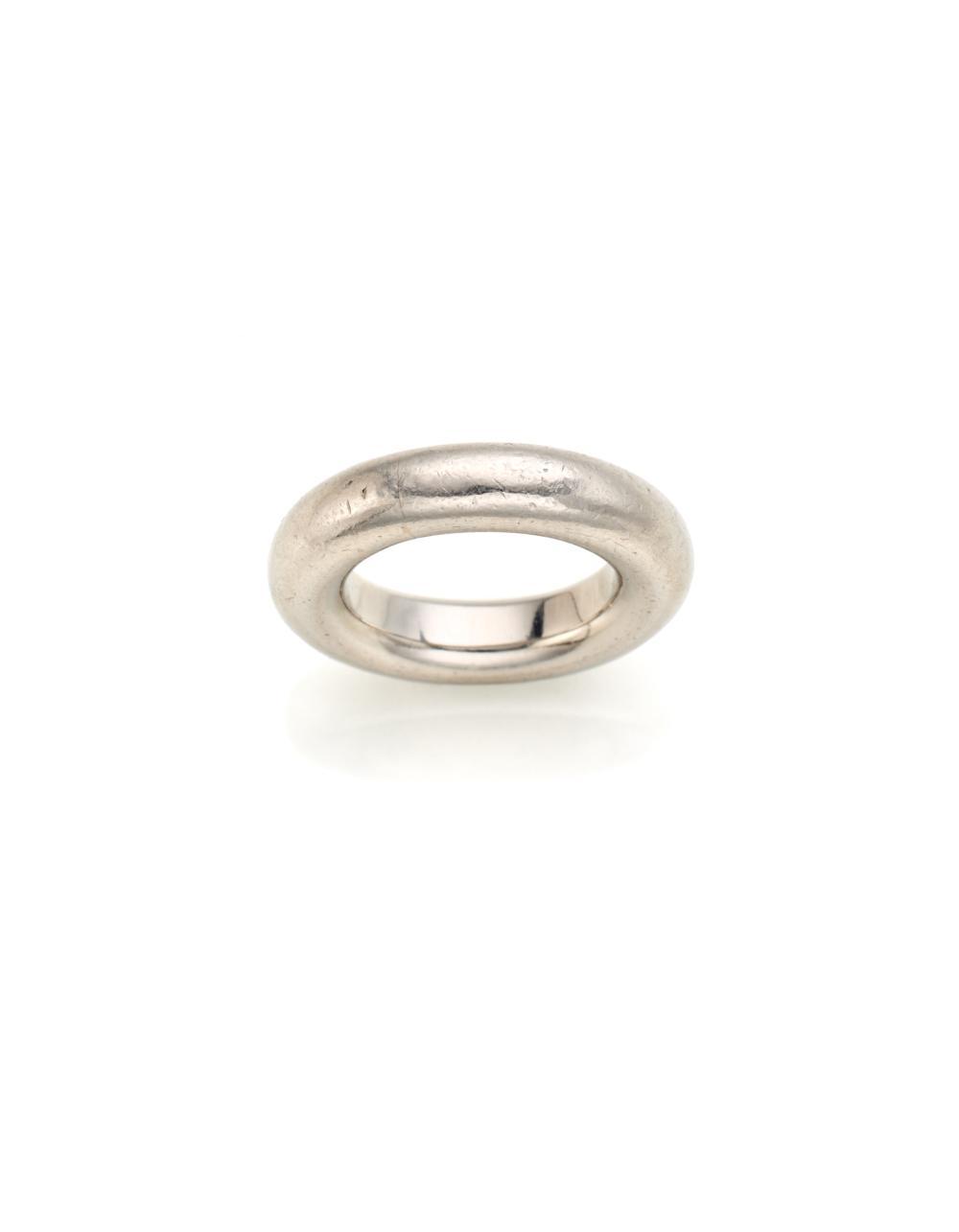 Platinum wedding ring, g 23.97 circa size 7/47. (slight defects)...
