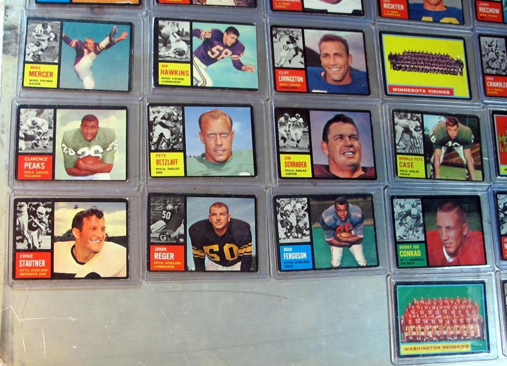 Lot 11: 51 DIFF 1962 TOPPS FOOTBALL VG-EX NICE STARTER LOT TEAM CARDS SP MINOR STARS +