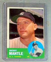 Lot 59: 1963 TOPPS BASEBALL CARD 200 MICKEY MANTLE HOF NEW YORK YANKEES EX NICE