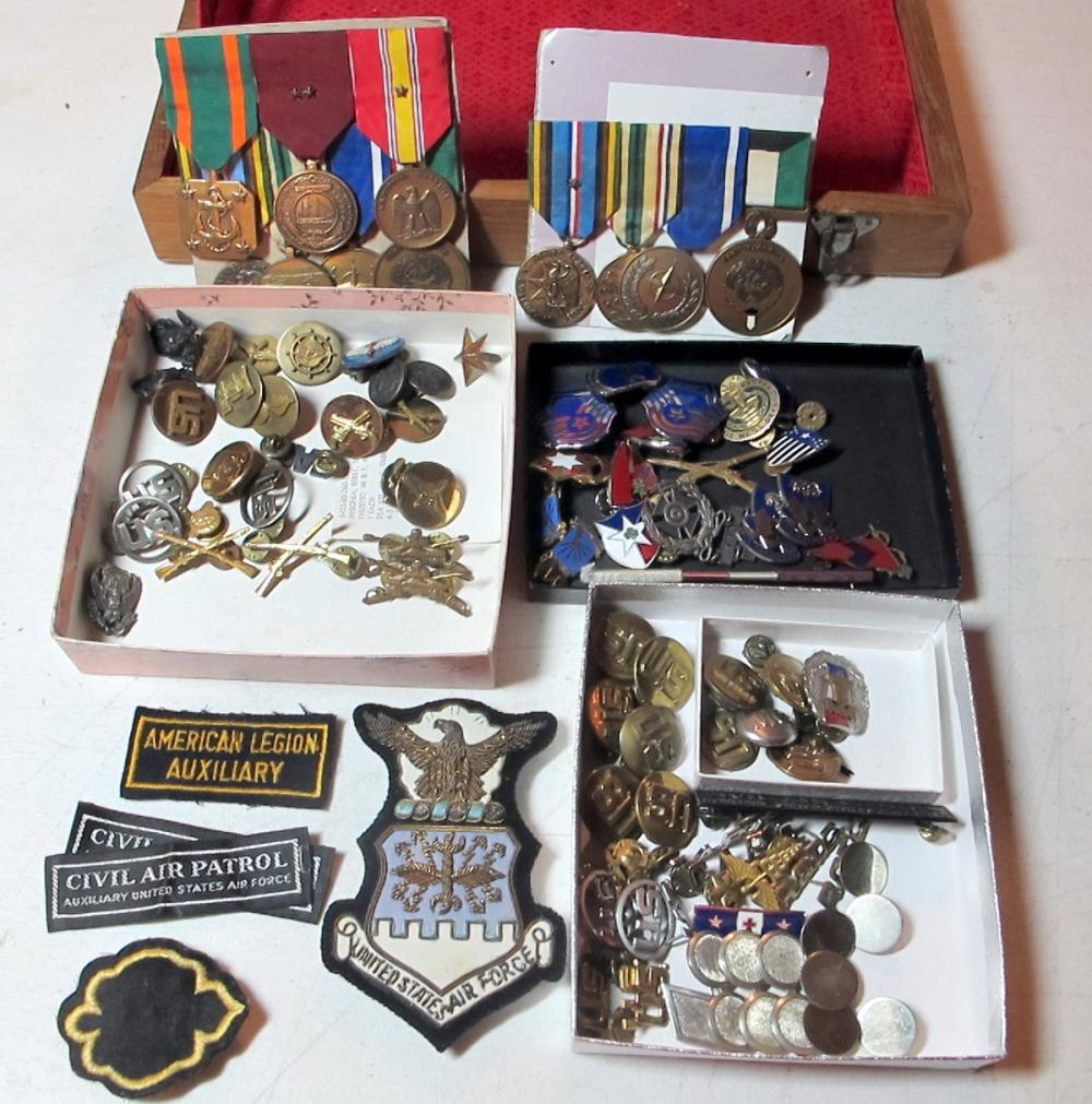 BIG LOT MIXED US MILITARIA MEDALS  INSIGNIA UNIT PINS BADGES PATCHES WWII ETC IN BOX