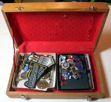 Lot 91: BIG LOT MIXED US MILITARIA MEDALS INSIGNIA UNIT PINS BADGES PATCHES WWII ETC IN BOX