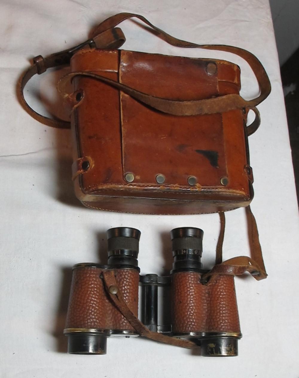 Lot 92: WWII US ARMY SIGNAL CORPS TALBOT REEL CO. 6 X 30 BINOCULARS W/COMPASS TOP CASE