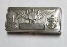 Lot 95: GILLETTE WWI 1917 US SERVICE RAZOR KIT ARMY NAVY EMBOSSED INSIGNIA