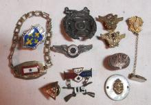 Lot 101: 11 DIFF US MILITARY MEDALS PINS JEWELRY MOTHERS VICTORY OVER THERE USN USAF STERLING