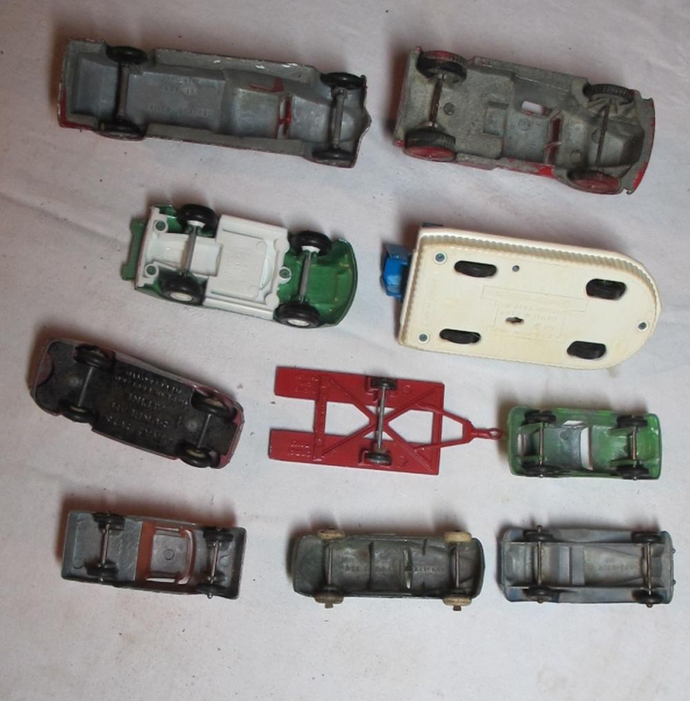 Lot 103: 10 VINTAGE DIECAST TOY CARS CAR TRUCK BOAT TRAILER TOOTSIETOY DINKY CORGI BARCLAY ETC