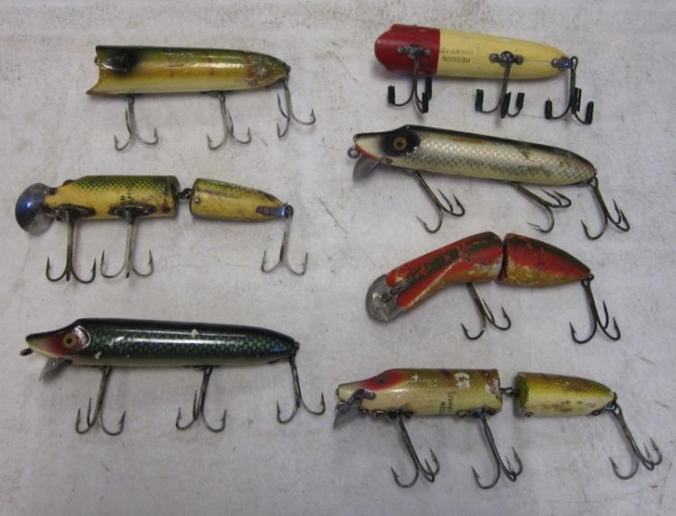 7 VINTAGE HEDDON WOODEN FISHING LURES VAMP LUCKY 13