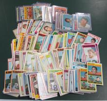 BIG LOT 1972 TOPPS FOOTBALL CARDS MANY STARS STAUBACH BRADSHAW 450+ CARDS EXCELLENT