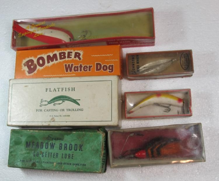 7 VINTAGE FISHING LURES IN ORIGINAL BOXES JOHNSONS LAZY IKE BOMBER WATER DOG MORE