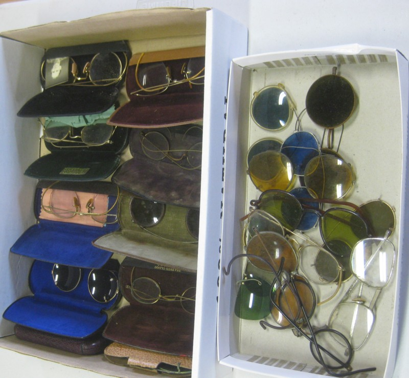 BIG LOT ANTIQUE EYEGLASSES SOME WITH CASES