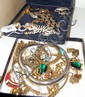 Various good quality costume jewellery including