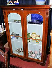 Victorian mahogany display cabinet with glazed