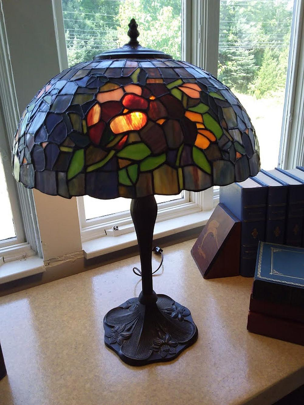 Hand Worked Stain Glass Table Lamp