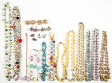 ASSORTED ANTIQUE / VINTAGE MOLDED GLASS BEAD COSTUME JEWELRY, LOT OF 24
