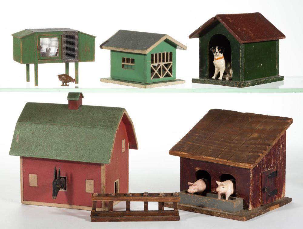 GERMAN AND OTHER FARM BUILDING AND ANIMAL FIGURES, LOT OF 10 PIECES