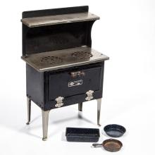 EMPIRE METAL WARE ELECTRIC DOLL STOVE