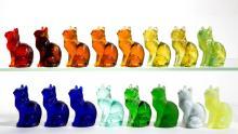 MOSSER SITTING CAT GLASS FIGURES, LOT OF 16