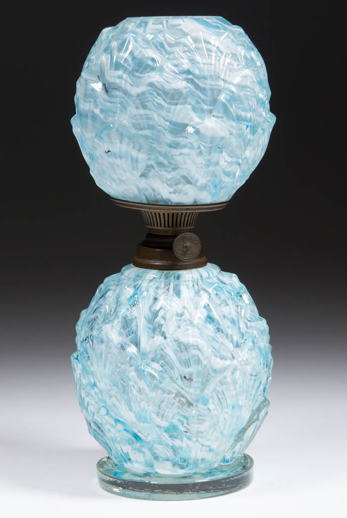 OVERLAPPING SHELLS / PETALS SPATTER GLASS MINIATURE LAMP