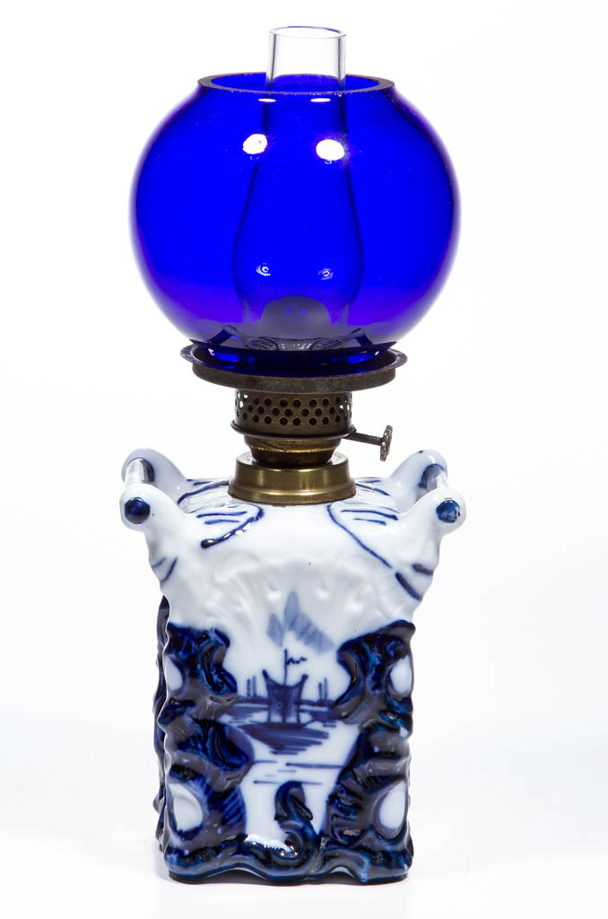 PORCELAIN DELFT-DECORATED MINIATURE LAMP