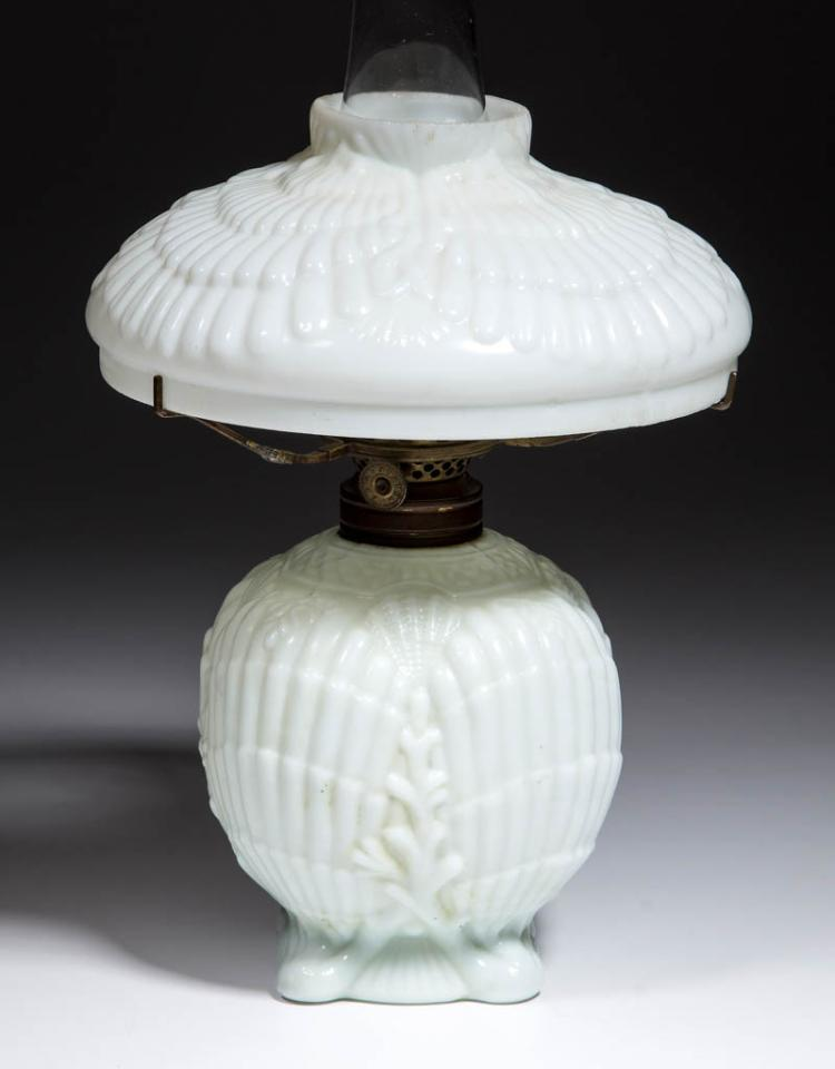 SHELL AND FAN OPAQUE GLASS MINIATURE LAMP