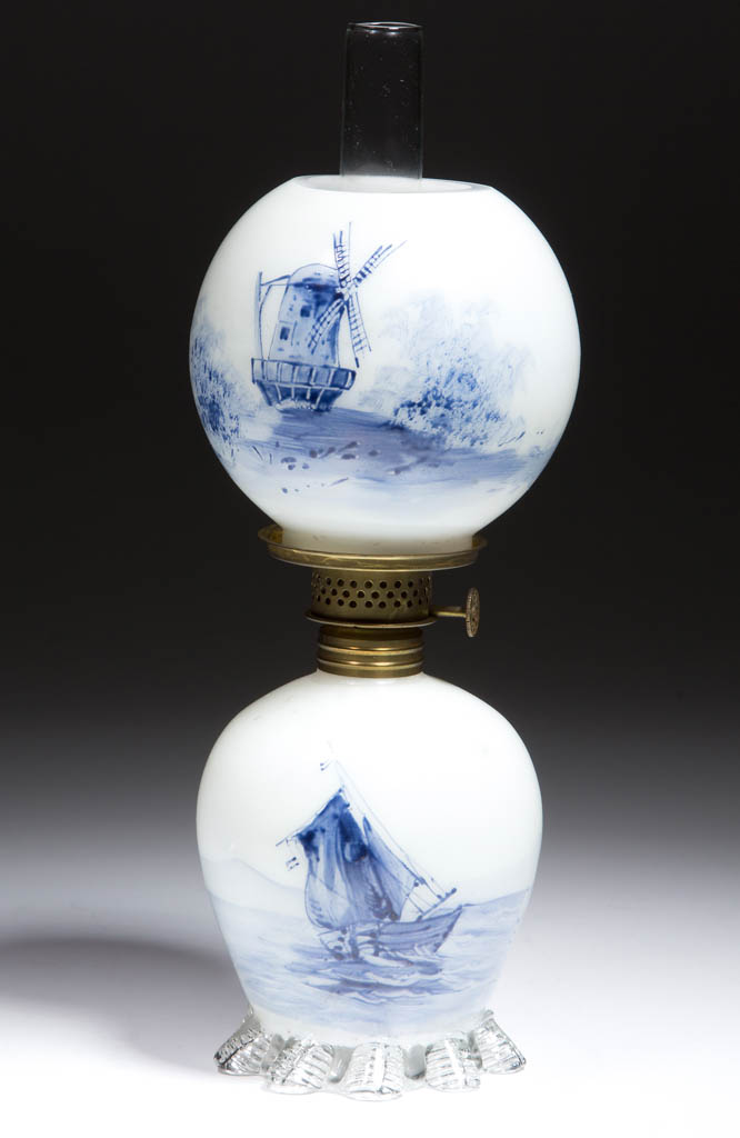 DELFT-DECORATED OPAL MINIATURE LAMP