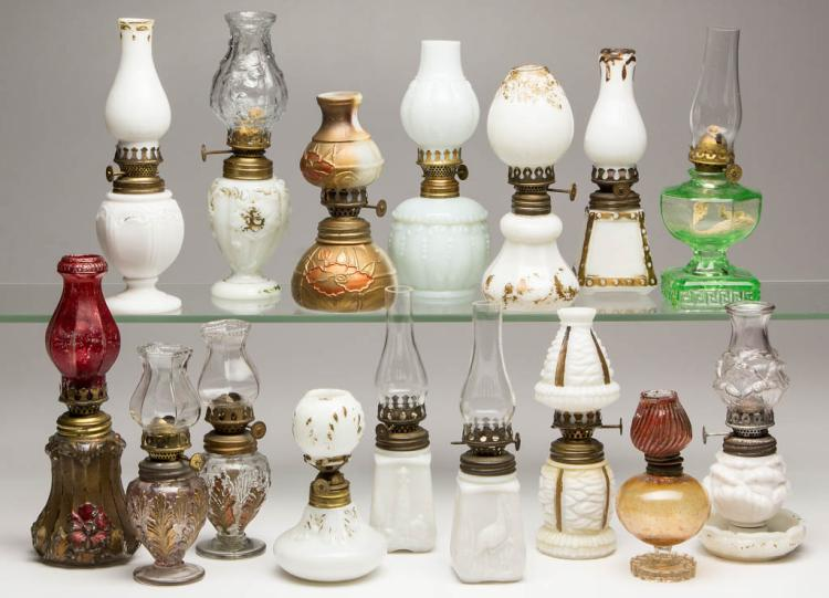 ASSORTED PATTERNED MINIATURE LAMPS, LOT OF 16