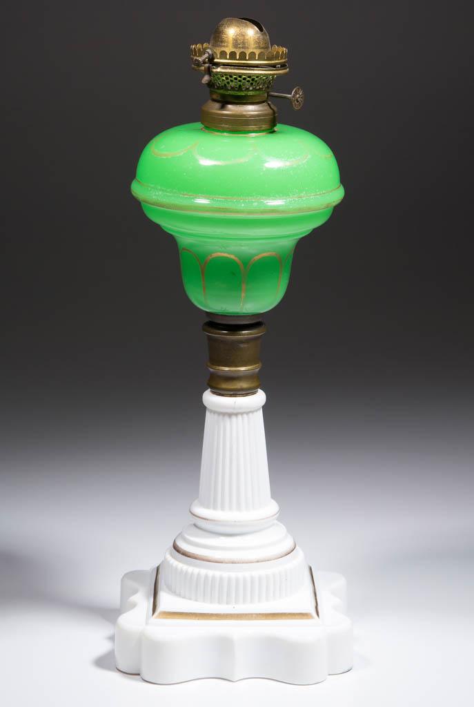 DIETZ NO. 1052 FONT KEROSENE STAND LAMP