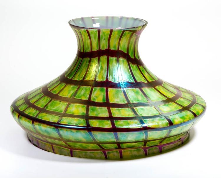 KRALIK PAMPAS ART GLASS STUDENT LAMP SHADE