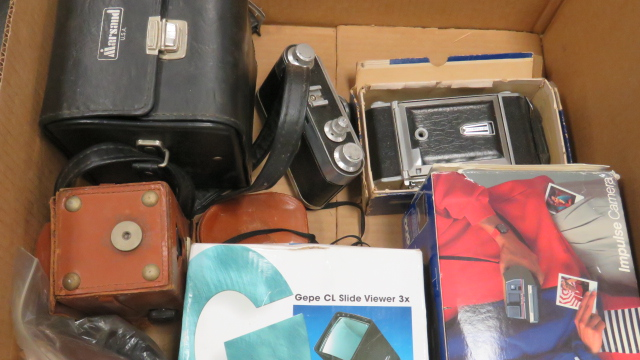 LOT ASSORTED VINTAGE CAMERAS AND EQUIPMENT