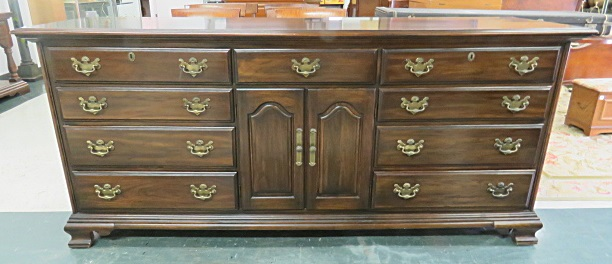 CHIPPENDALE STYLE CARVED WALNUT 11-DRAWER CHEST, HARDEN. HEIGHT 34