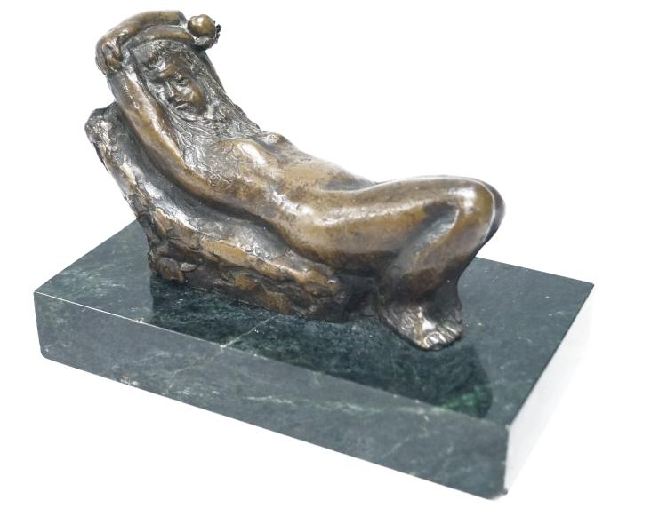 AMERICAN SCHOOL (20TH CENTURY), MODERNIST BRONZE, RECLINING NUDE, SIGNED R. BARNES, #2/10 19.9. HEIGHT 5 1/2