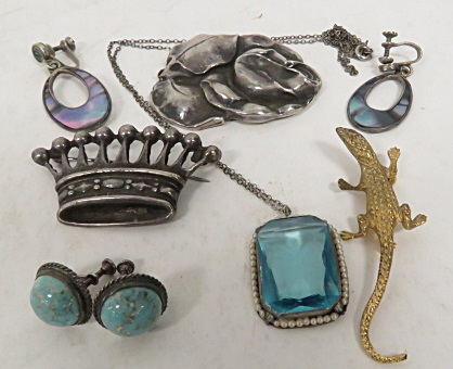 LOT ASSORTED SILVER JEWELRY INCLUDING STERLING BROOCHES, PENDANT, SCREW-BACK EARRINGS; AND 800 SILVER CROWN BROOCH. GROSS WEIGHT 1.71 OZT