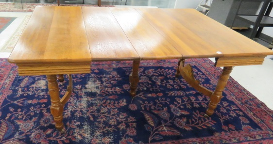 ANTIQUE OAK DINING TABLE WITH (3) LEAVES