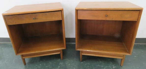 PAIR MID-CENTURY DREXEL OAK SINGLE DRAWER STANDS. HEIGHT 25