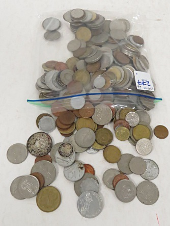 LOT ASSORTED FOREIGN COINS INCLUDING SILVER