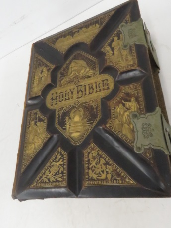 ILLUSTRATED FAMILY BIBLE, 1882