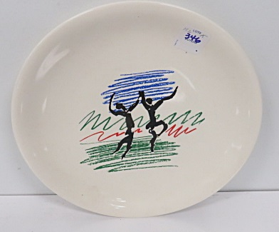 AFTER PABLO PICASSO (SPANISH 1881-1973), VINTAGE COMMEMORATIVE PLATE MARKING THE 50TH ANNIVERSARY OF THE FRENCH COMMUNIST PARTY, MARKED VERSO. DIAMETER 9 1/2
