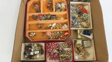LOT VINTAGE COSTUME DESIGNER AND FASHION JEWELRY INCLUDING CORO, ETC