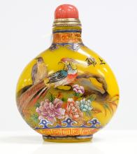 CHINESE ENAMEL DECORATED PEKING GLASS SNUFF BOTTLE, SIGNED. HEIGHT 3