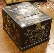 JAPANESE INLAID LACQUER AND COPPER MOUNTED DRESSING BOX WITH FOLDING MIRROR, TAISHO. HEIGHT 9