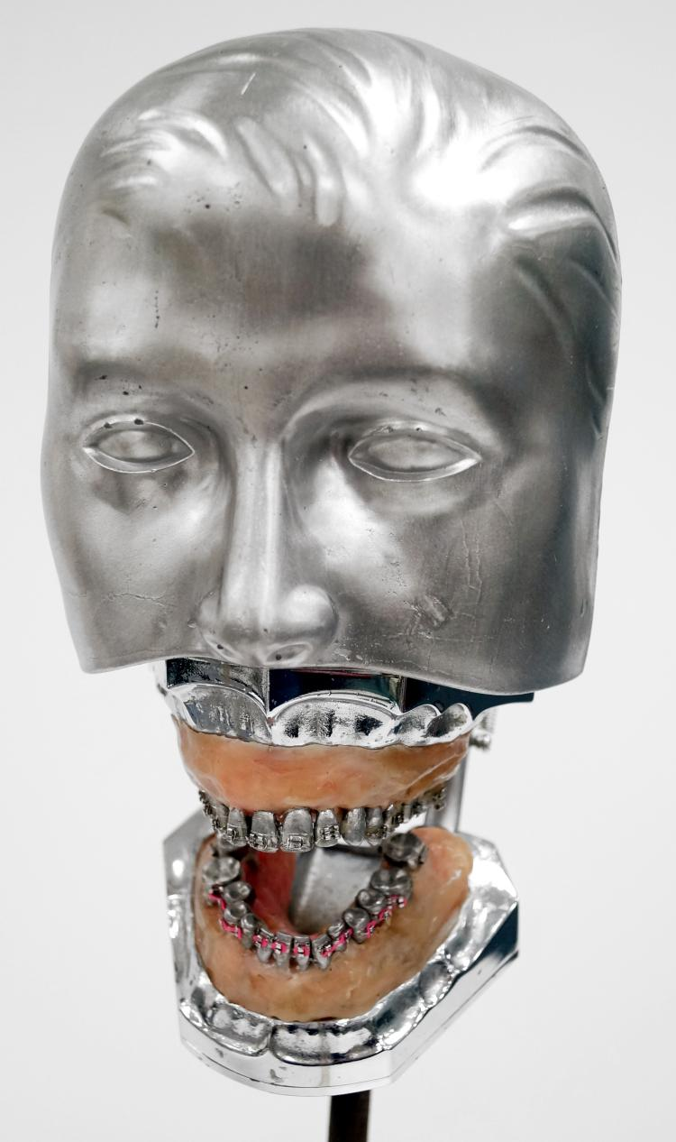 DENTAL MEDICAL FACIAL MANNEQUIN. HEIGHT WITH STAND 20
