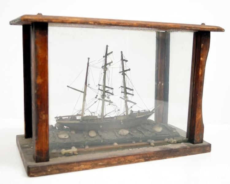 FOLK ART SHIP MODEL, CASED, 19/20TH CENTURY. HEIGHT 10