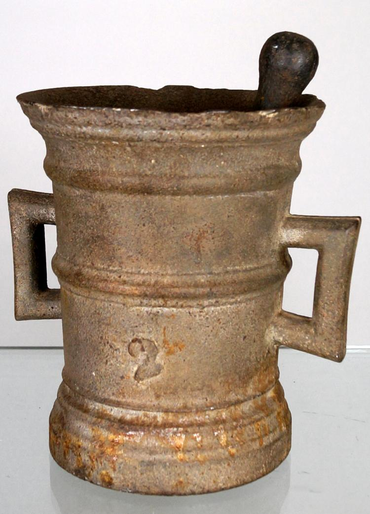 CAST IRON MORTAR AND PESTLE, 18/19TH CENTURY. HEIGHT 8